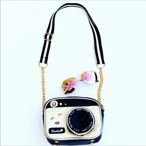Adorable Handbag Shape Of A Camera 📷